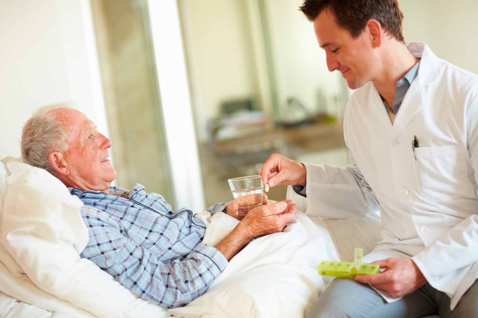 elderly and ER hospitalization, medication side effects